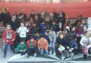 Gli alunni della scuola primaria di San Mango premiano il maresciallo maggiore Pasqualino Fisichella per aver compiuto un coraggioso atto di solidarietà.