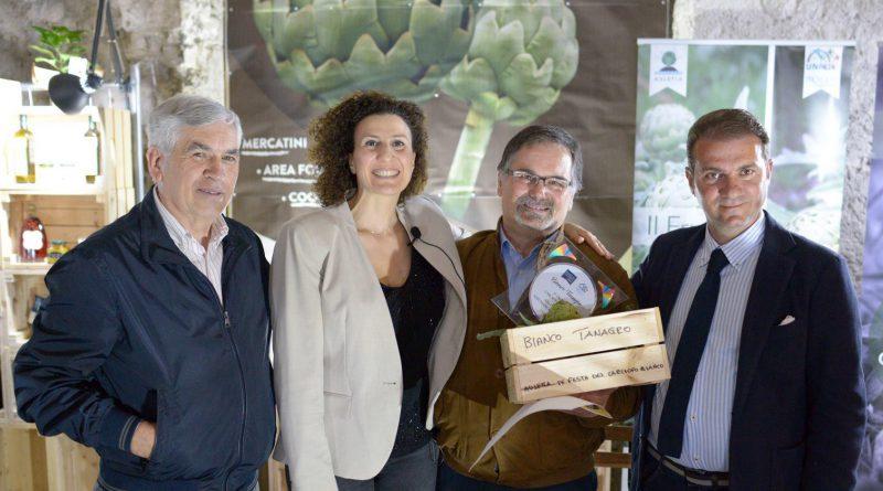 """Alla Pro Loco di San Mango Piemonte il V premio """"Carciofo Bianco"""" di Auletta per l'impegno sociale a favore del territorio."""